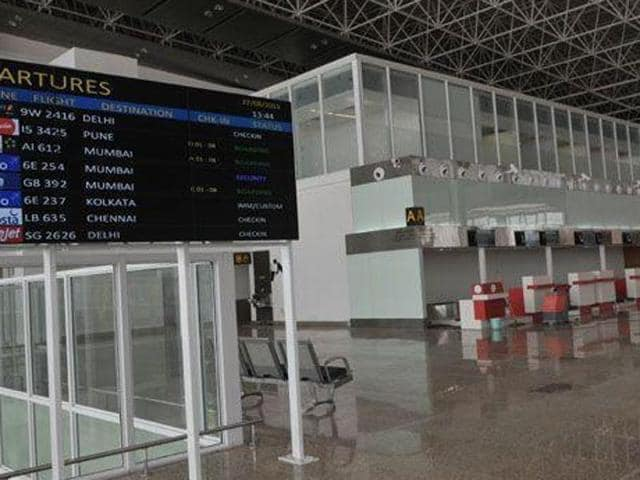 The new airport has facilities like two aerobridges, baggage conveyors, 48 ceck-in counters, prepaid taxi counters, snack bars, visitor entry ticket counter etc.