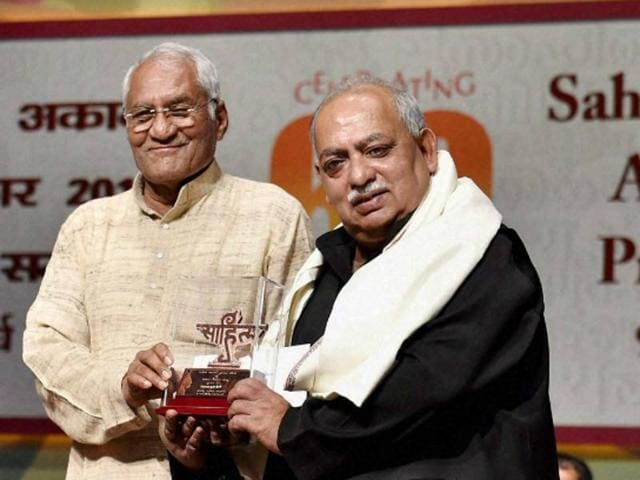 Sahitya Kala Akademi President, Vishwanath Prasad Tiwar honors eminent figure Urdu and Hindi poetry, Munawwar Rana during the Sahitya Kala Academy awards 2014 function in New Delhi on Monday.