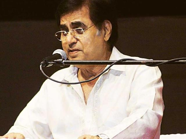 File photo of Jagjit Singh and his wife Chitra Singh at the release function of the compilation of Gulzar's Urdu poetry.