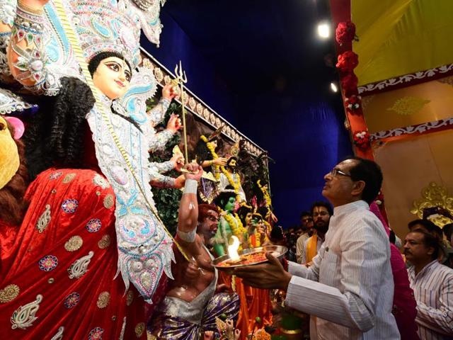 Chief minister Shivraj Singh Chouhan performs aarti to Goddess Durga at a pandal during the Navratri festivities in Bhopal.