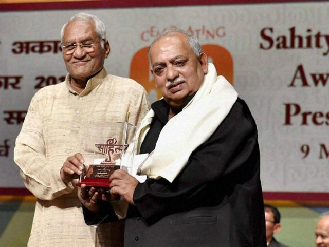 "Urdo poet Munawwar Rana (right), who was awarded with Sahitya Akademi Award last year for his epic work 'Shahdaba', made an announcement to return the award during a live TV show, citing disappointment with the ""recent developments"" in the country as the reason."