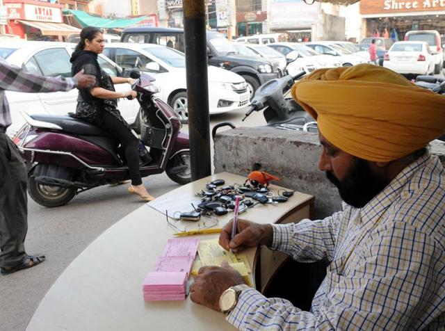 MC officials taken over the parking lot in AC market, Patiala, after HT highlighted blatant overcharging by the hospital's paid contractor.