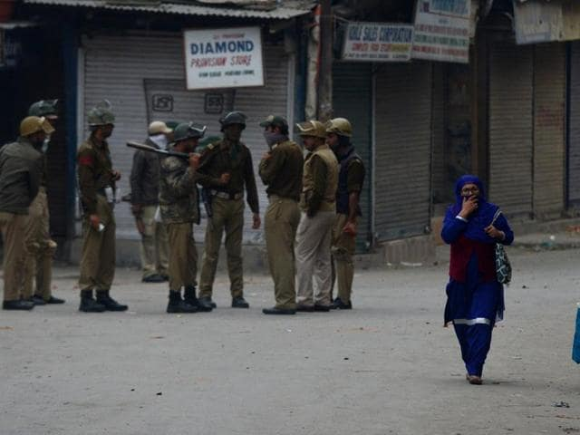 Violence raged in parts of the Kashmir Valley on October 18 after a 16-year-old injured by petrol-bomb attack on a truck on a highway leading to Indian-administered Kashmir last week died. Zahid Rasool Bhat, who was being treated for serious burn injuries in Delhi's Safdarjung Hospital, died early on October 18.