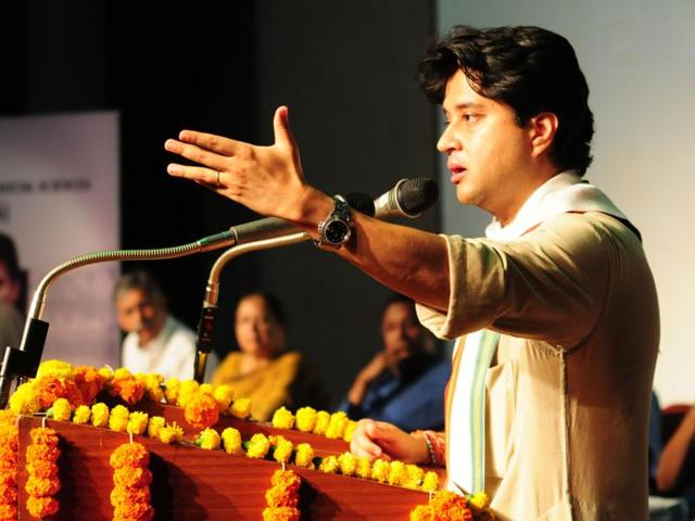 Congress chief whip in the Lok Sabha Jyotiraditya Scindia said in Shivpuri on Saturday that there was no bigger issue in the country today than farmers' plight.