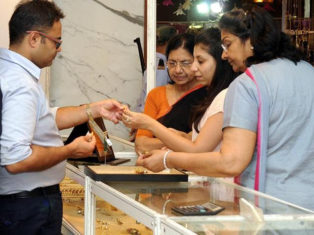 jewellers,fluctuation in gold prices,liquidity in the markets