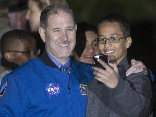John M Grunsfeld (L), associate administrator for the Science Mission Directorate, poses for a selfie with Ahmed Mohamed.