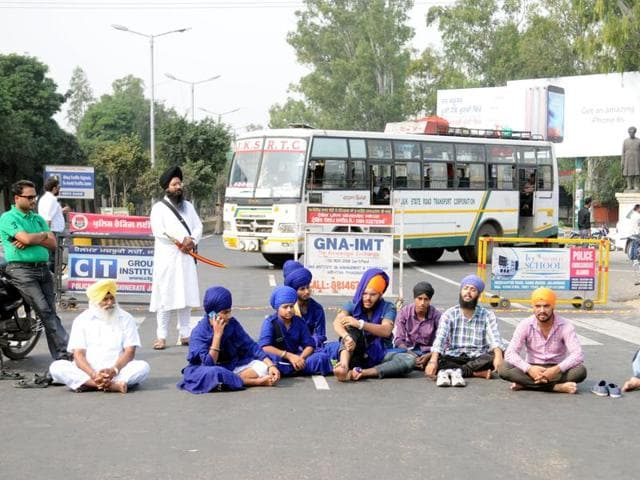 Sikh protesters held protest at PAP Chowk, the entrance point of  Jalandhar.