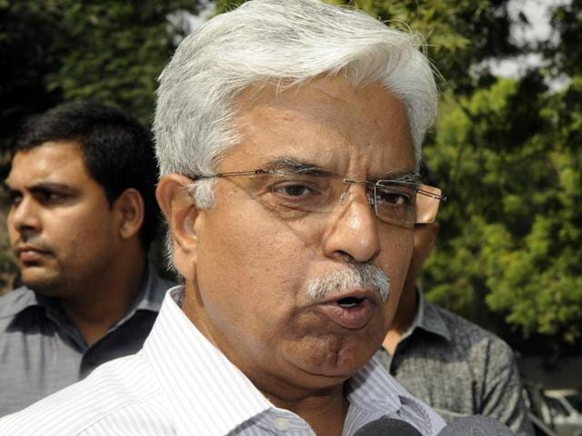 Delhi Commissioner of Police, Bhim Sain Bassi (BS Bassi) leaves from Raj Niwas after meeting Delhi Lt. Governor Najeeb Jung over Security issues, in New Delhi, India on Tuesday, October 20, 2015.