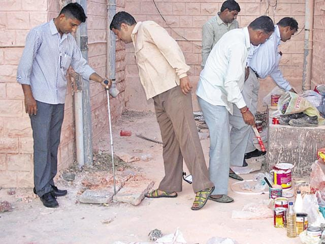 Officials of the bomb disposal squad scan the Collectorate in Barmer after a letter threatening to blow up the Circuit House was received on Tuesday.