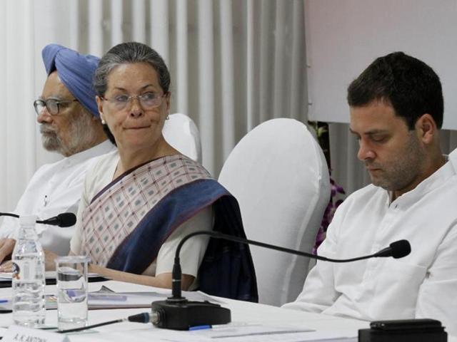 Congress vice president Rahul Gandhi , Congress president Sonia Gandhi and former prime minister Manmohan Singh during Kisan Samman Rally at Ramlila Maidan in New Delhi, India, on Sunday, September 20, 2015.