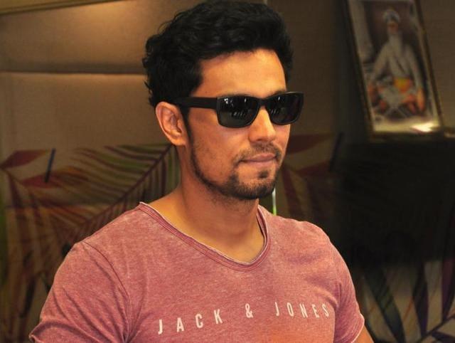 Rohtak-born actor Randeep Hooda to play Sarbjeet.