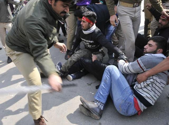 Policeman beat Kashmiri Shiite Muslims who held a religious procession defying restrictions in Srinagar,India, Thursday. Authorities on October 22 imposed restrictions in parts of Srinagar,to thwart planned Muharram processions.