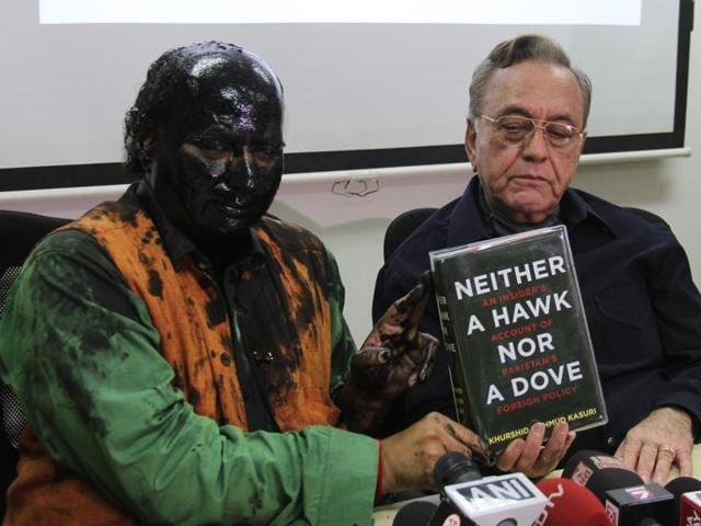 Shiv Sena,Shiv Sena agitations,Sudheendra Kulkarni ink attack