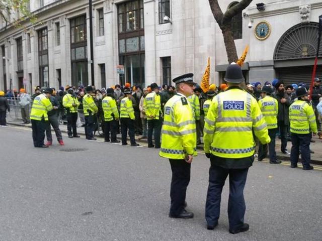 British police arrested Sikh protesters after the demonstration outside Indian Embassy turned violent.