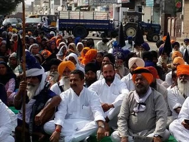National spokesman of the All India Congress Committee (AICC) and former member of Parliament (MP) Vijay Inder  with Sikh protesters  in Sangrur.