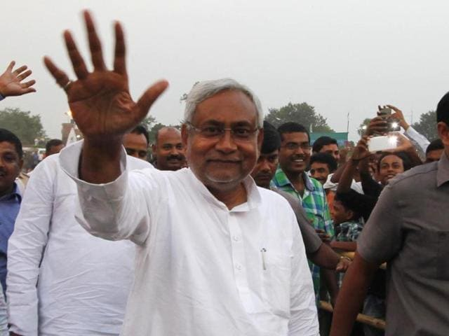 The RJD has hit out against the video, which shows Bihar CM Nitish Kumar visiting a tantrik to seek his blessings.(HT Photo)