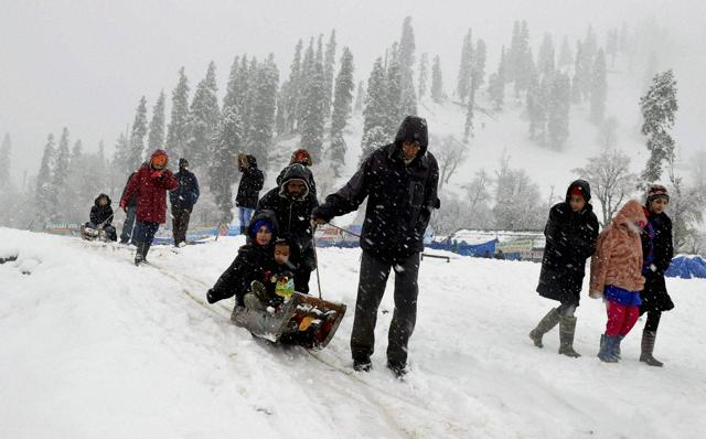 Snowfall was recorded in higher reaches of Shopian including Mughal Road, Sonamarg, Amarnath Cave, Z-Gali, Sadhna Top and Razdan Pass, the MeT department said.