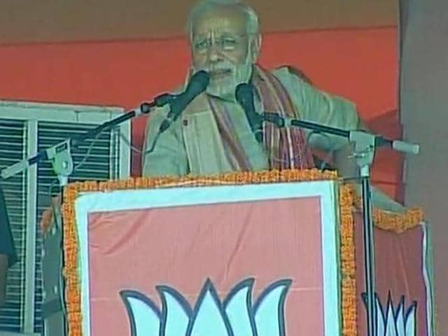 Prime Minister Narendra Modi addressing a rally ahead of the third phase of Bihar Assembly elections, in Chhapra.