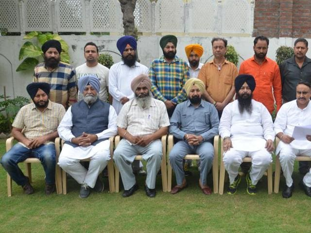 Various Akali workers, including its circle and ward presidents resigned  on Sunday in Amritsar.