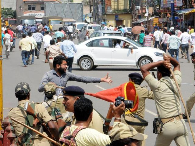 Police force patrols have doubled to try and contain the communal clashes in Jharkhand, which has killed one person so far.(HT Photo)
