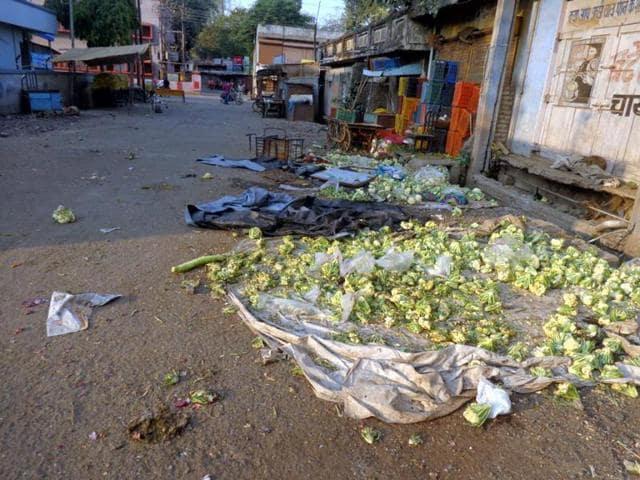 curfew in Khargone,communal clash in Khargone,chaos during curfew relaxation in Khargone
