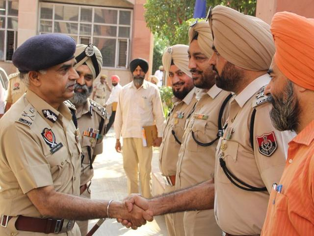 Punjab DGP Suresh Arora has directed the police machinery across the seven districts in the Bathinda zone to ensure a fair and transparent inquiry into the recent incidents of desecration of 'birs' of Guru Granth Sahib.