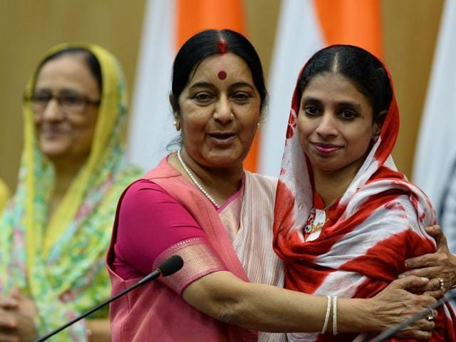 Deaf-mute Indian woman 'Geeta' (R) is embraced by Union external affairs minister Sushma Swaraj after a press conference in New Delhi on October 26, 2015.