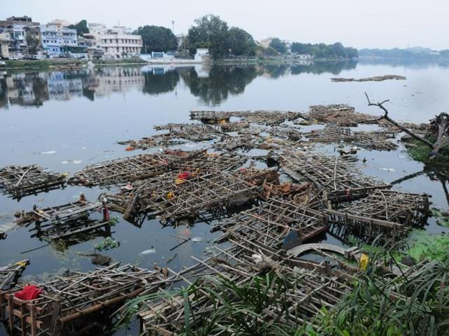 pollution due to idol immersion,pollution in Bhopal lakes,eco-friendly idol immersion