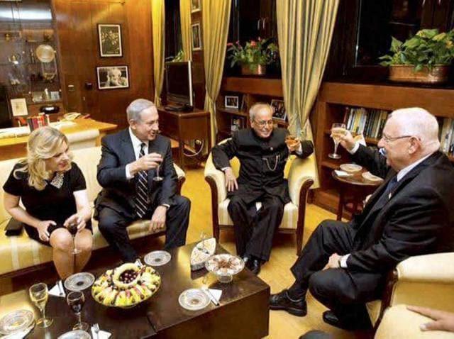 President Pranab Mukherjee with President of Israel, Reuven Rivlin and Prime Minister Benjamin Netanyahu at a banquet at President House, Jerusalem.