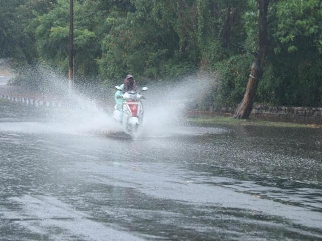 The rain continued for almost 30 minutes in Bhopal and led to sudden fall in maximum temperature of the city.