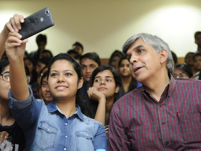 Delhi University vice chancellor Dinesh Singh poses for a selfie with students at Venkateshwar college .