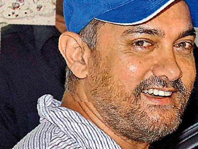 A fatter Aamir Khan spotted as he prepares for his role in Dangal.