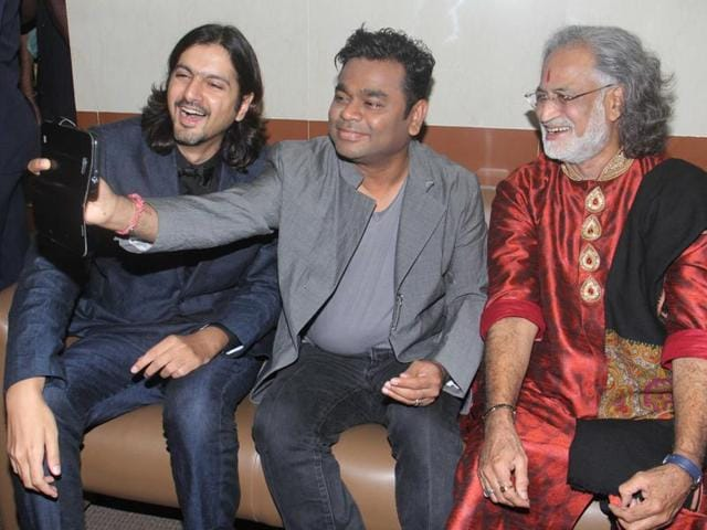 Grammy Award winners Ricky Kej, AR Rahman and Vishwa Mohan Bhatt share a light moment before the awards ceremony .