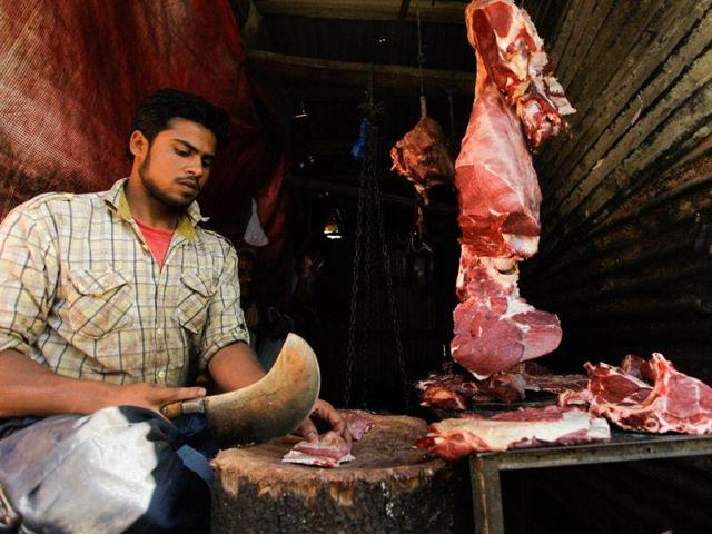 The police had to contend with questioning the guest house and canteen staff at the building gate and were told that all meat was sourced from slaughter houses authorised by the Delhi government. (Abid Bhat/HT Photo)