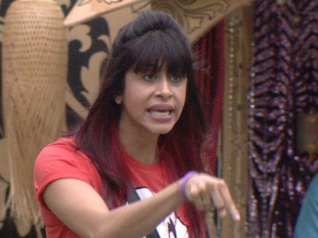 Kishwar Merchant, the captain of the Bigg Boss house, is fighting with everyone.