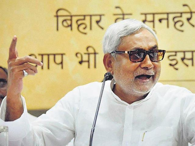 West Bengal chief minister Mamata Banerjee expressed her support for Nitish Kumar on Twitter.