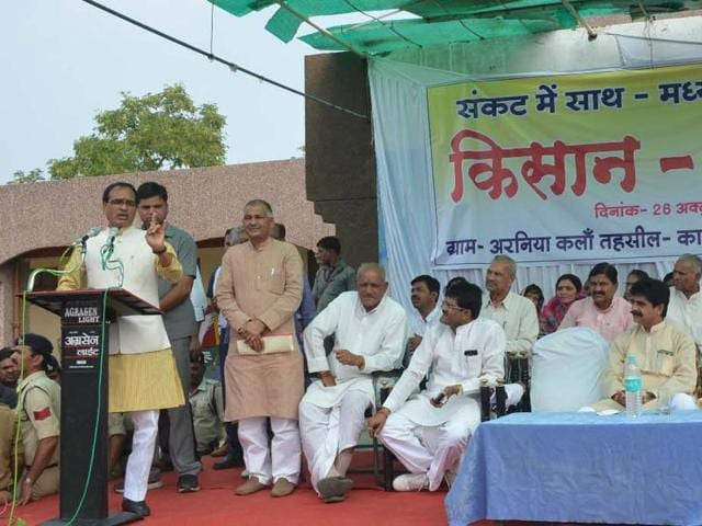 Chief minister Shivraj Singh Chouhan addressing a farmers' rally in Shajapur district on Monday.