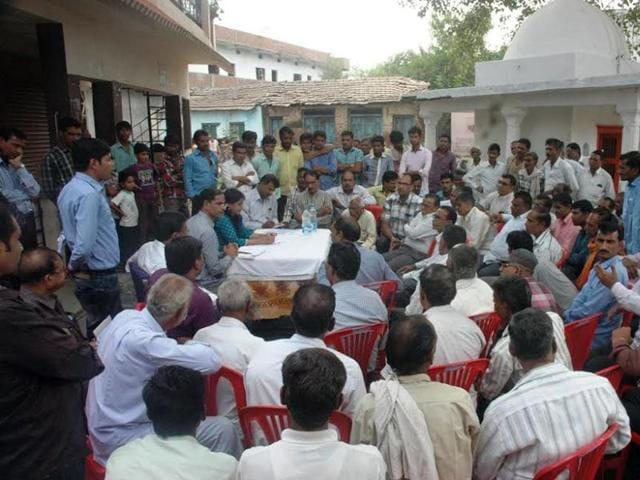 Commissioner Kalpana Shrivastava meets farmers in Rehti village of Sehore district on Tuesday.