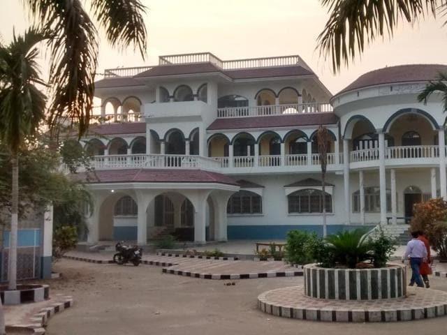 The sprawling mansion of Mohamed Habibullah at Bindusar village, in Siwan.