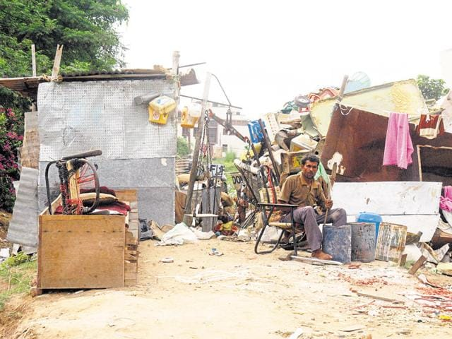 Scrap dealers are now available on web portals to buy household junk from people's homes.