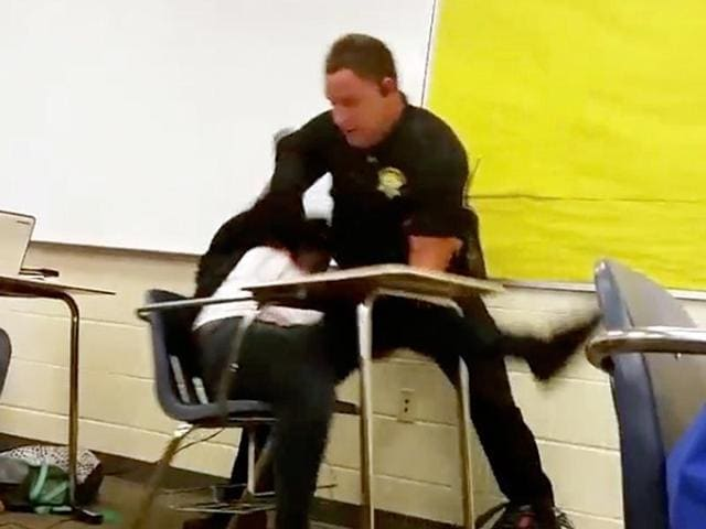 US deputy slames teen,Texting teen slammed in class,Columbia slammed while texting
