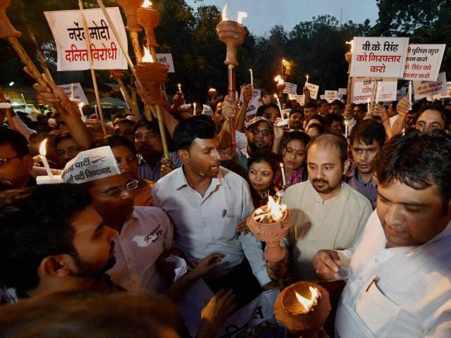 Members of the Aam Aadmi Party take part in a candle light march to protest against BJP leader and Union minister VK Singh for his alleged remarks related to the killing of two Dalit children in Faridabad, at Jantar Mantar in New Delhi.