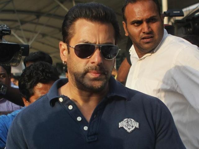 In September 2002, actor Salman Khan's Toyota Land Cruiser crashed into a bakery in Bandra, killing one and injuring four others who were sleeping on a pavement.