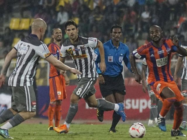 Players of Atletico de Kolkata (White & grey) and FC Pune City (Orange) in action during the ISL match in Pune on October 17, 2015.
