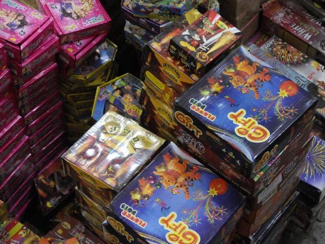 Gurgaon,fire at cracker warehouse,cracker godown