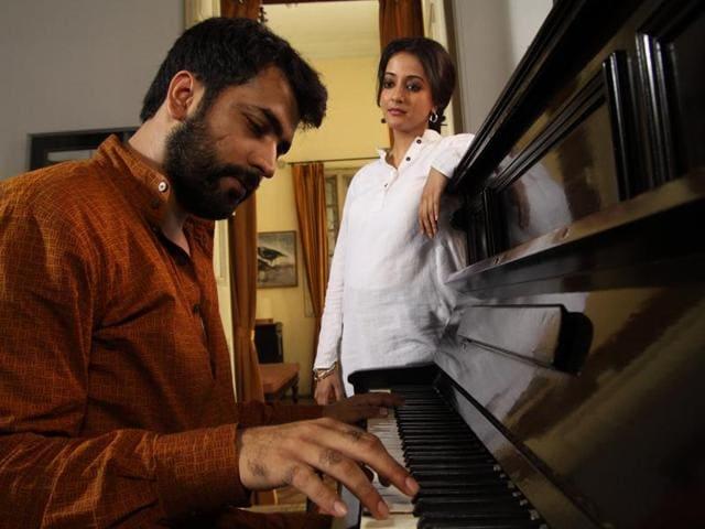 Abby Sen stars actors Abir Chatterjee and Raima Sen.