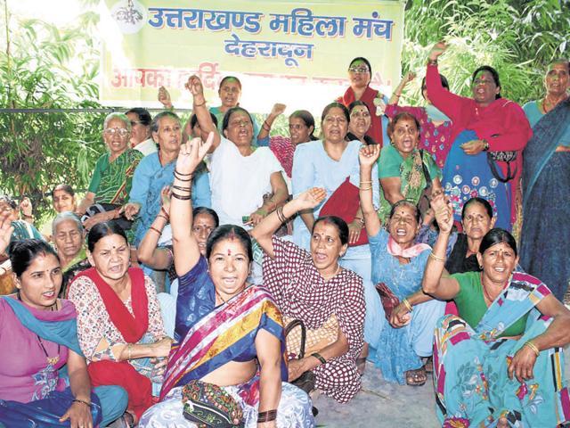 Uttarakhand Mahila Manch members demanding that Gairsain should be made the permanent capital of Uttarakhand.