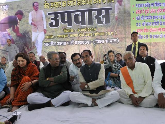 Chief minister Shivraj Singh Chouhan, with other leaders, sat on hunger strike against the Central government for allegedly denying help to Madhya Pradesh back in 2014.
