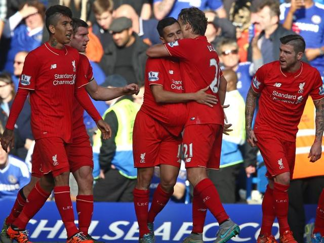 Liverpool's Brazilian midfielder Philippe Coutinho (3rd R) celebrates with Liverpool's Brazilian midfielder Lucas Leiva (2nd R) after scoring their first goal during the English Premier League football match between Chelsea and Liverpool at Stamford Bridge in London.(AFP Photo)