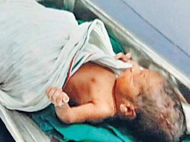 Delhi traffic jam,Woman gives birth in a bus,Delhi traffic condition